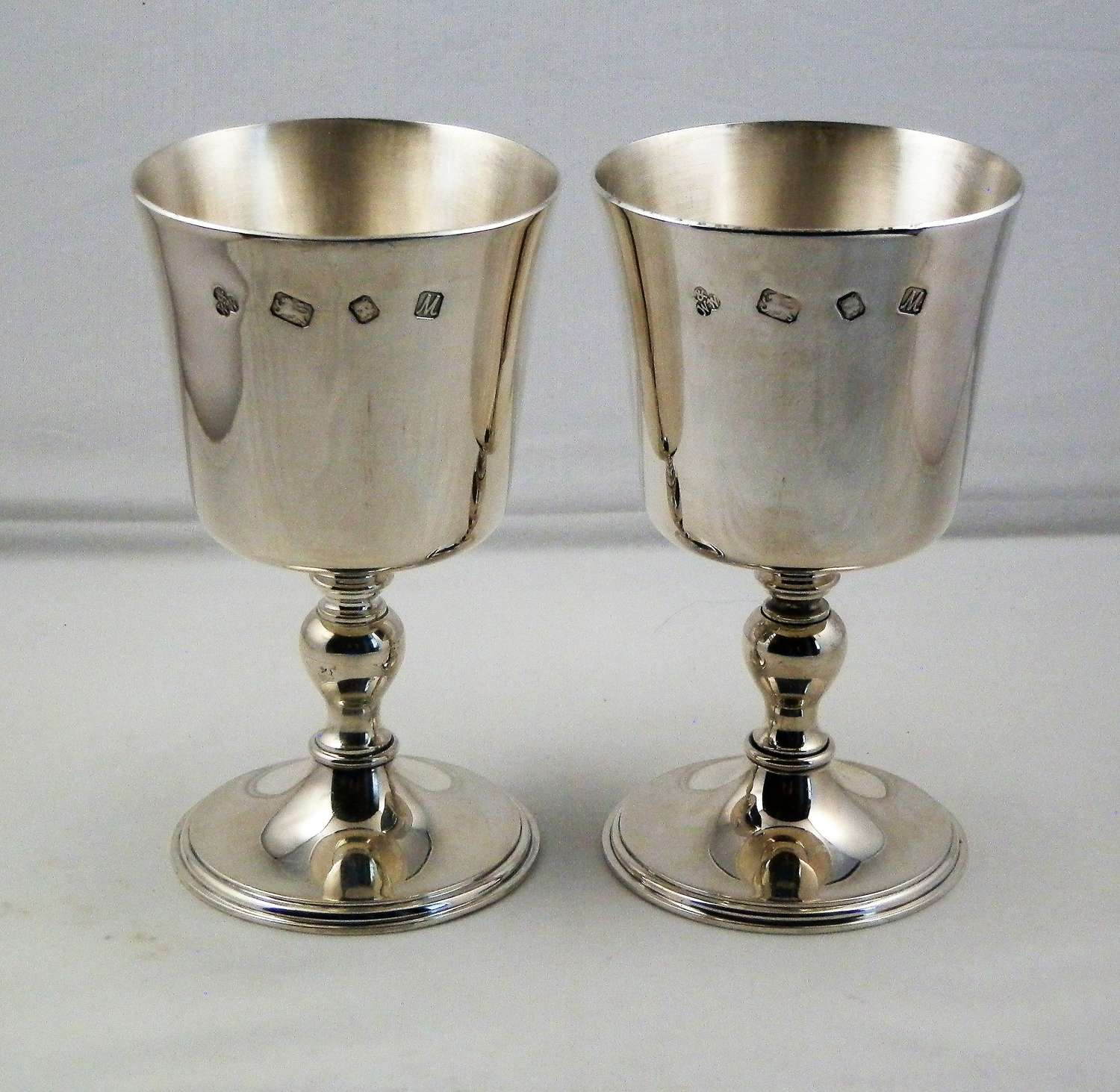 A pair of silver wine goblets, Wakely and Wheeler, 1986