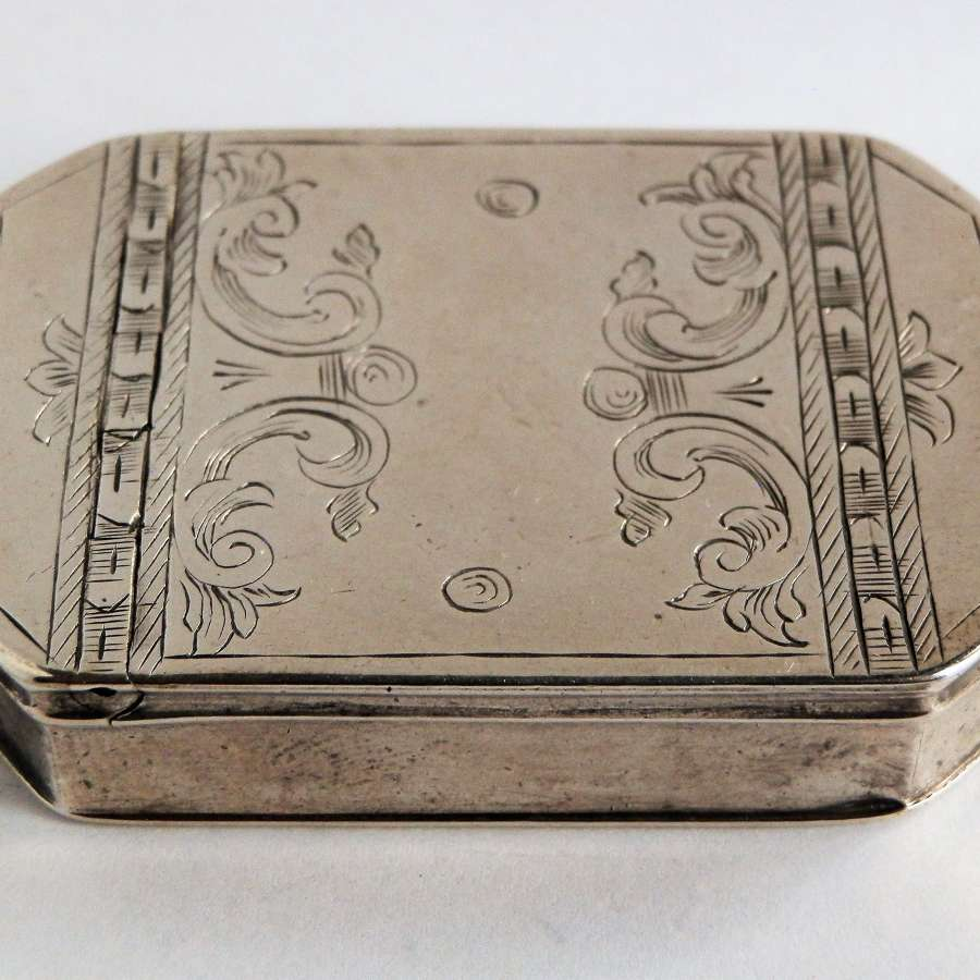 An early George II silver snuff box, London 1737