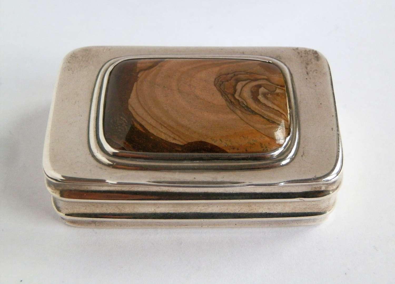 A George III silver and agate snuff box, Mathew Linwood. London 1813