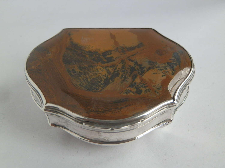 A scarce Georgian agate snuff box, c.1750