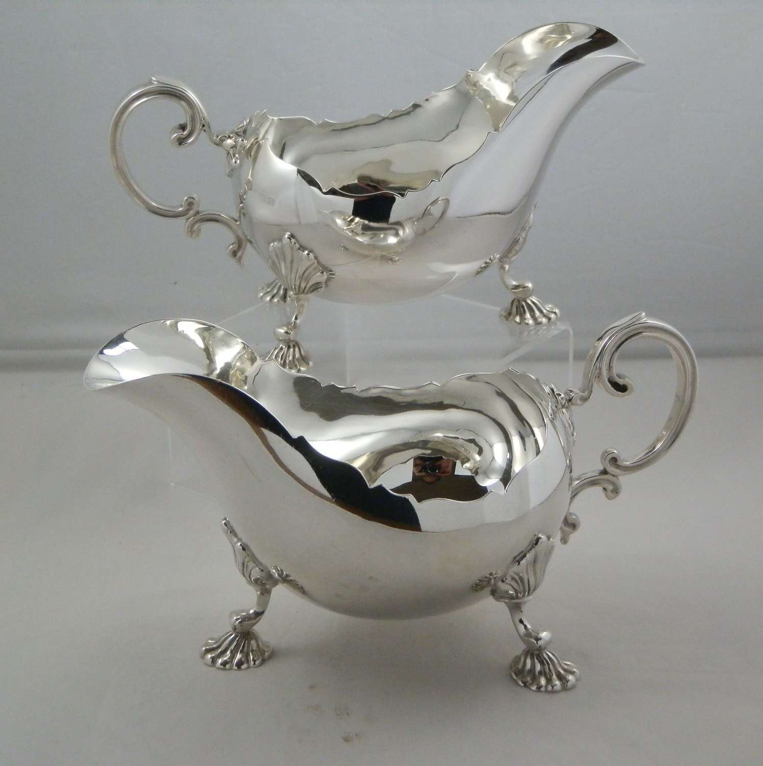 Pair of large Georgian style silver sauce boats, 1928