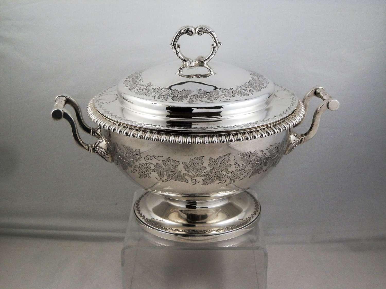 George III silver lidded tureen, London 1812