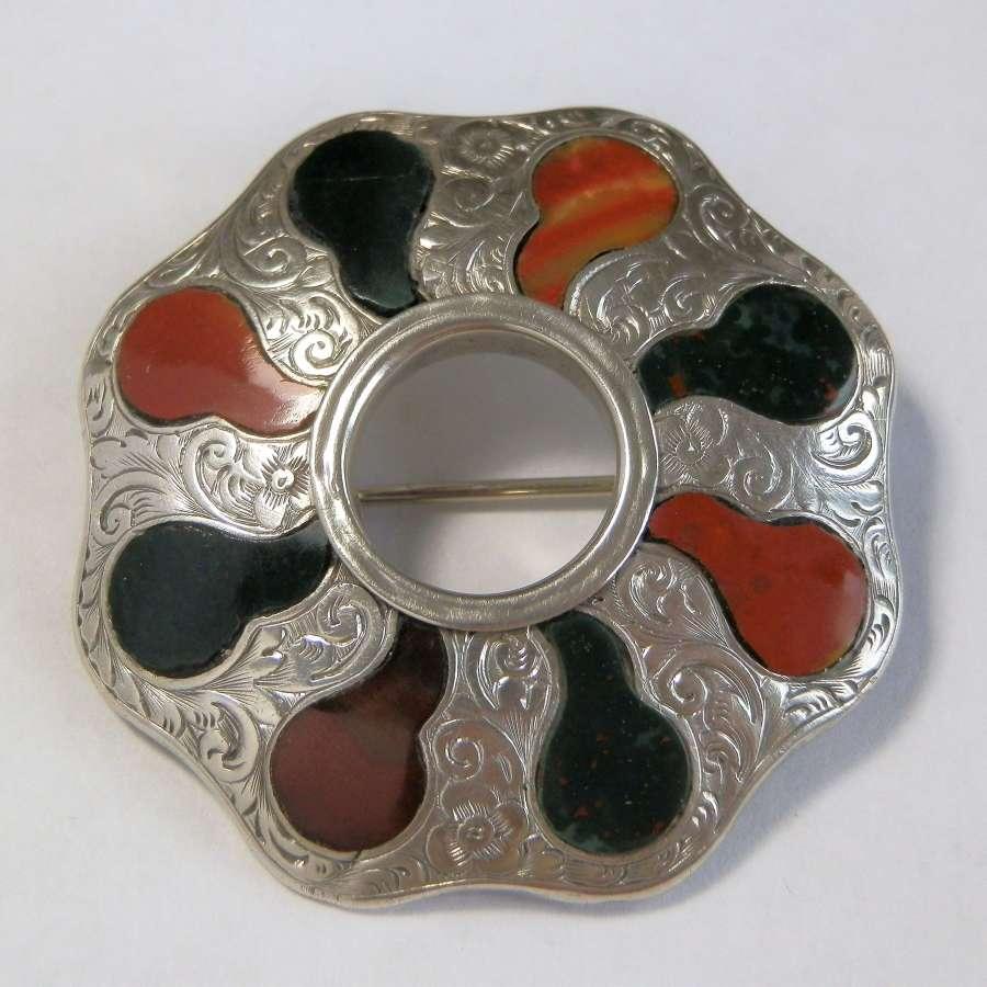 Victorian Scottish silver agate brooch c.1880