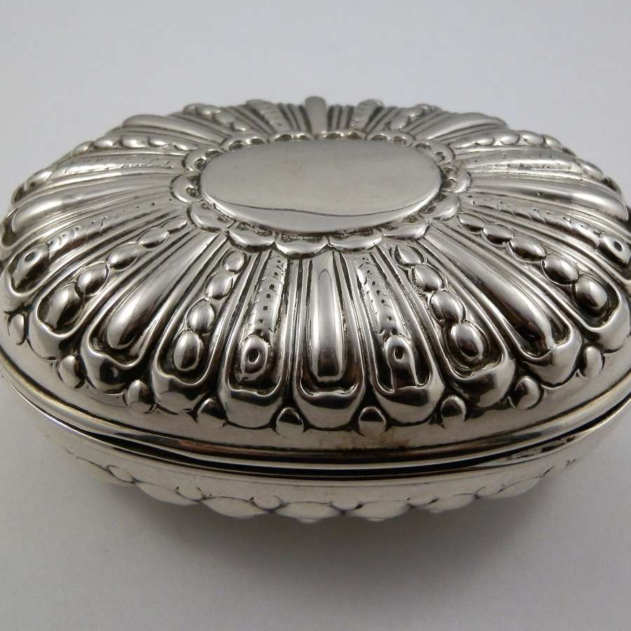 Edwardian silver soap box, William Comyns, 1902