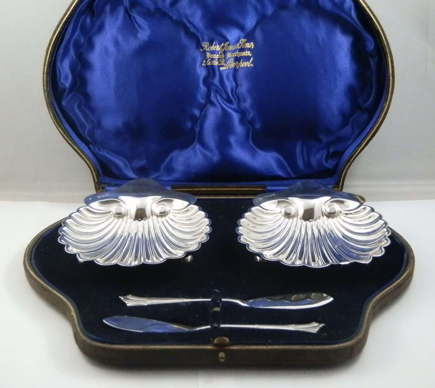 Cased pair of silver butter dishes, London 1916