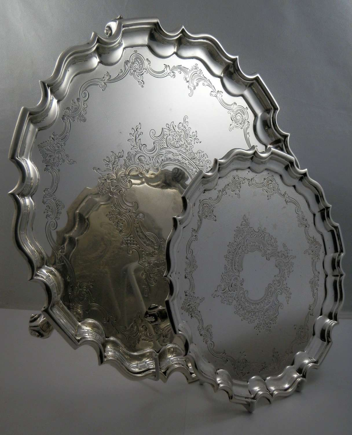 Edwardian set of two silver salvers, London 1908
