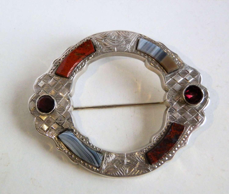 Scottish Victorian agate silver brooch c.1880