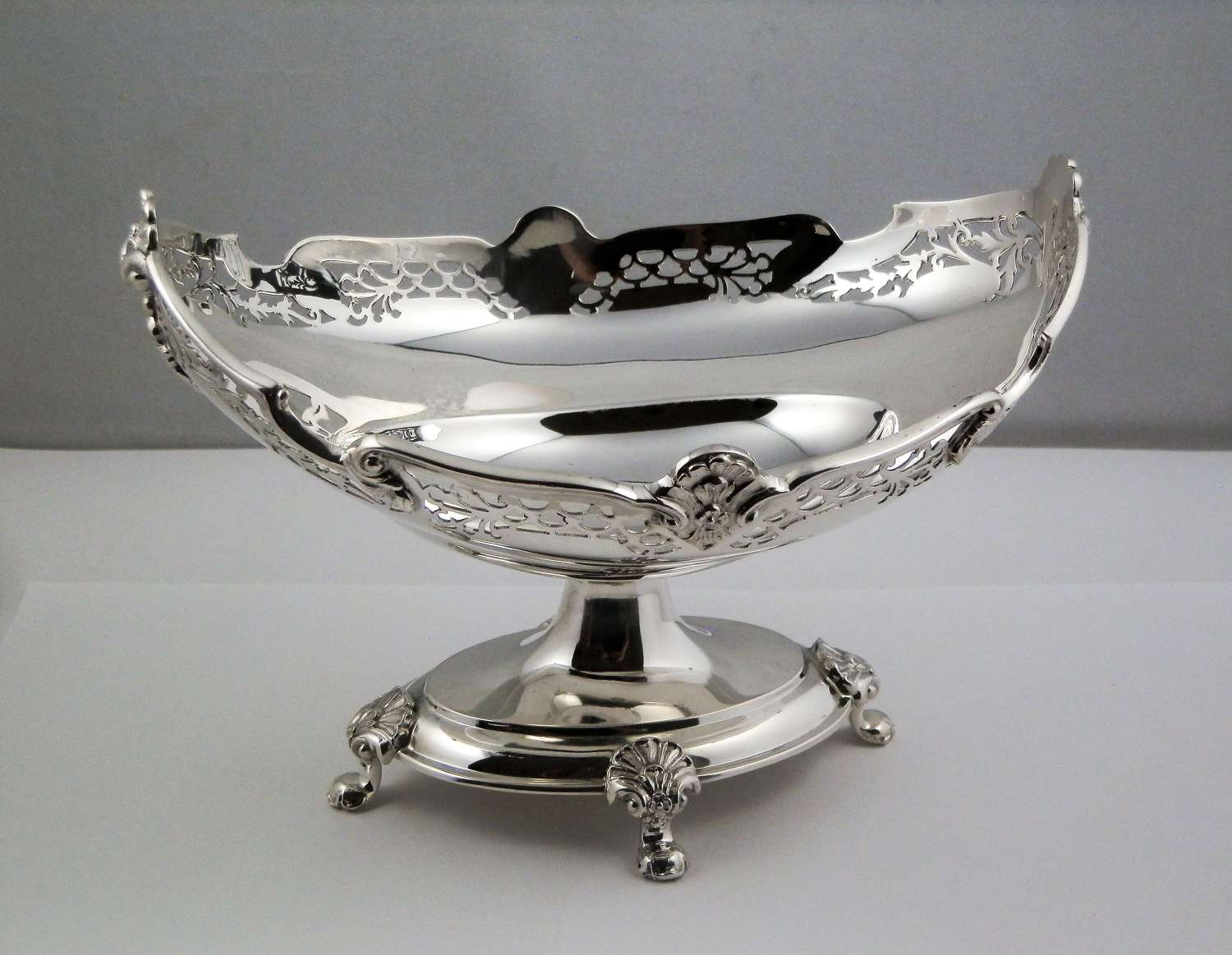 Silver table center piece, Sheffield 1924