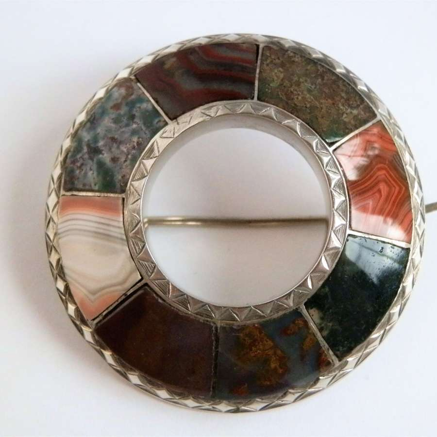 Victorian Scottish agate and silver brooch. c.1870