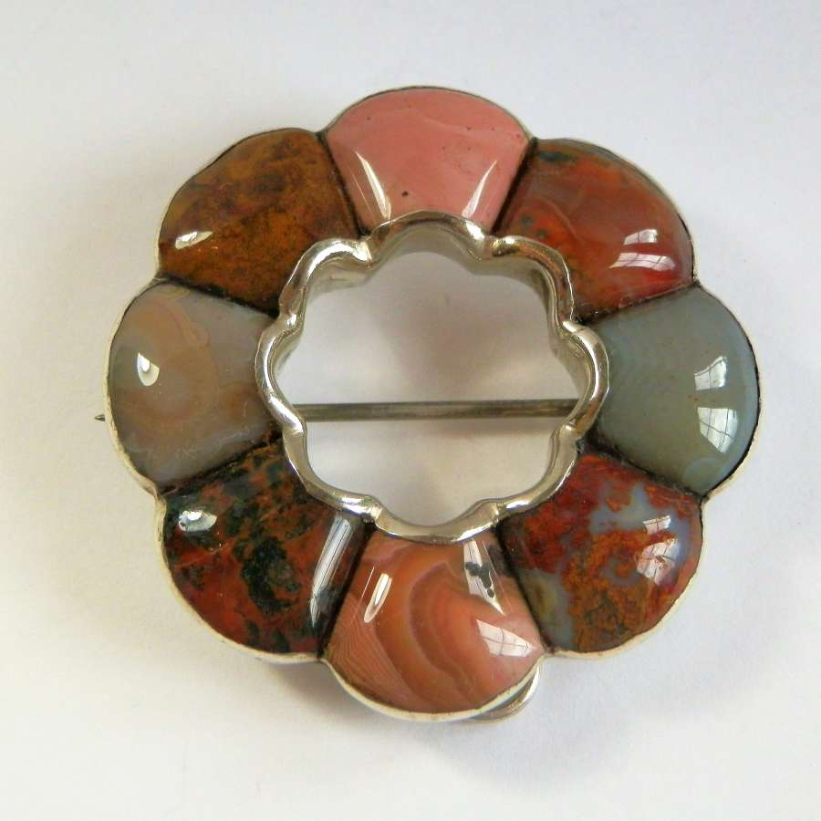 Victorian Scottish silver and agate brooch, c.1880