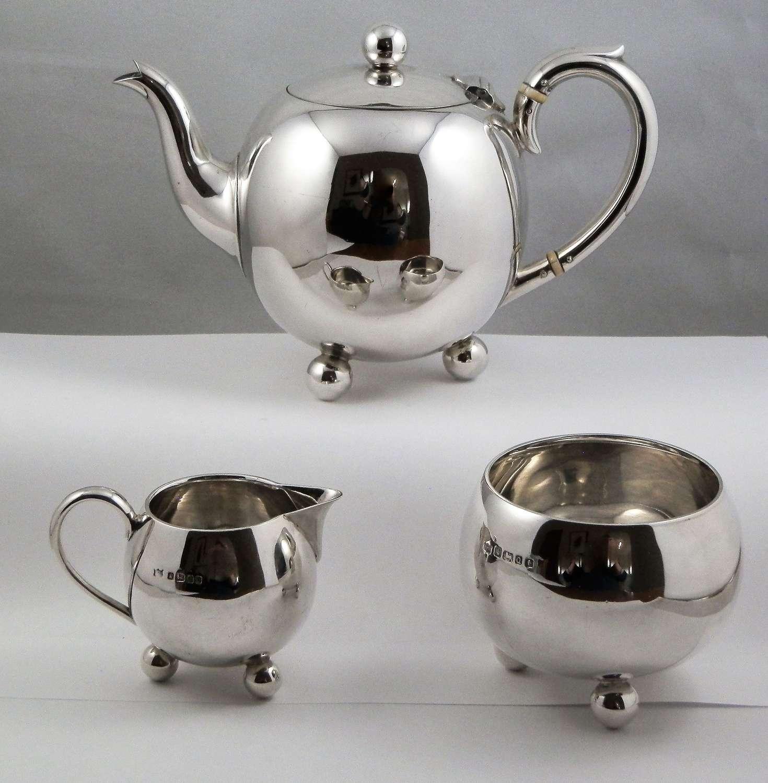 Victorian silver 3 piece batchelor's teaset. Sheffield 1883/4