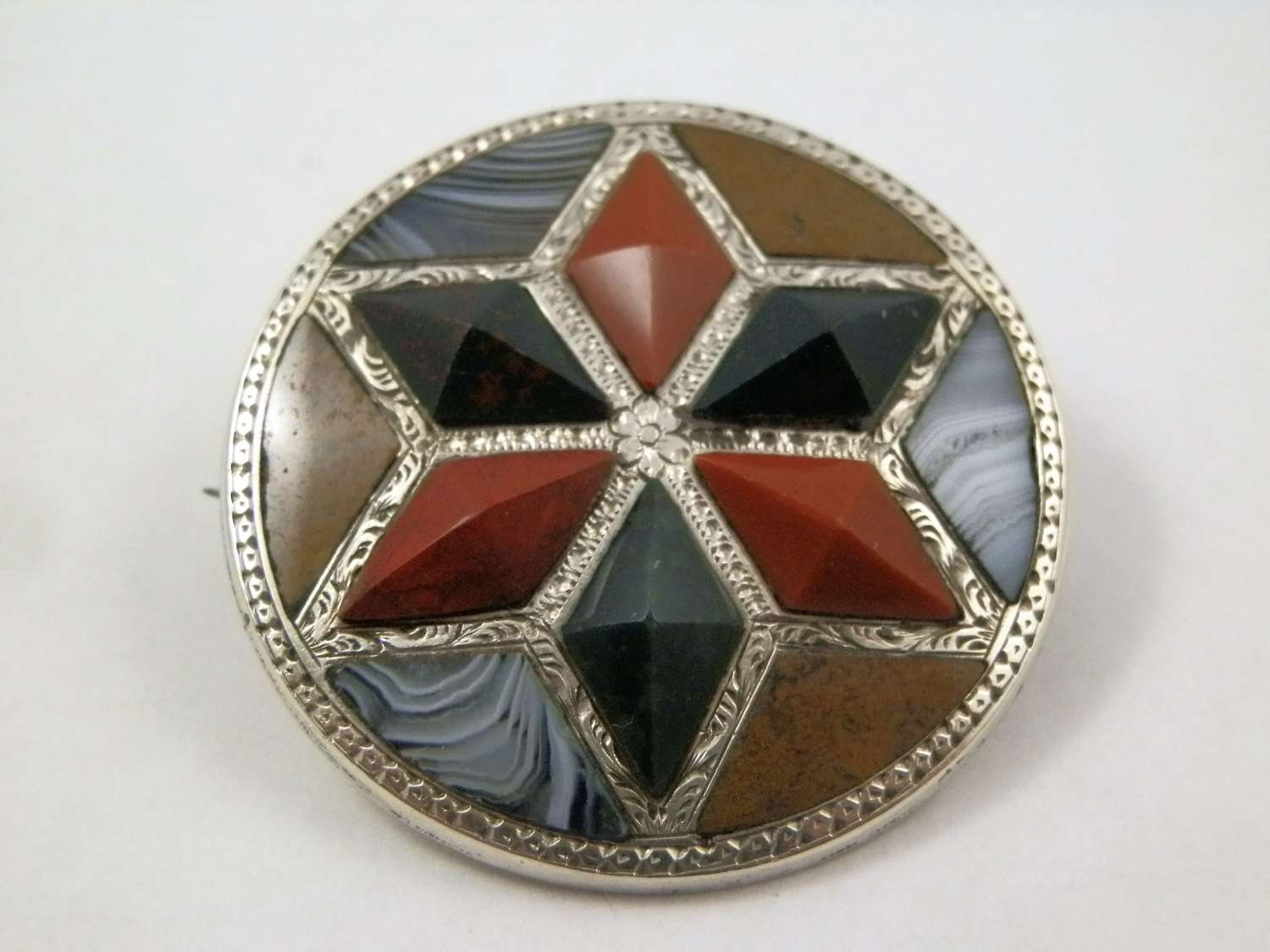Victorian agate and silver brooch, c.1880