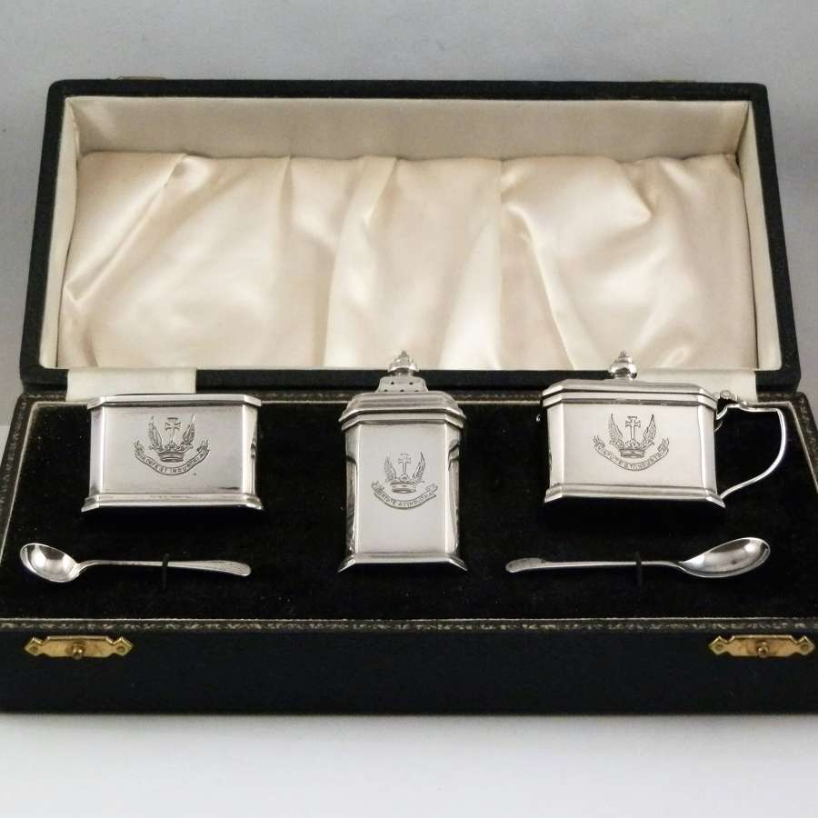 A cased silver 5 piece condiment set, Birmingham 1955