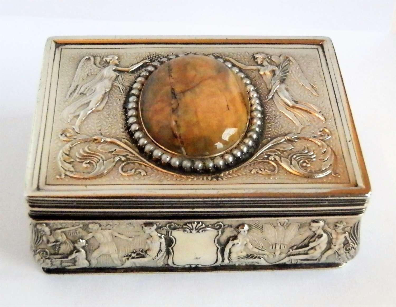Edwardian silver gilt snuff box by Garrards, 1909