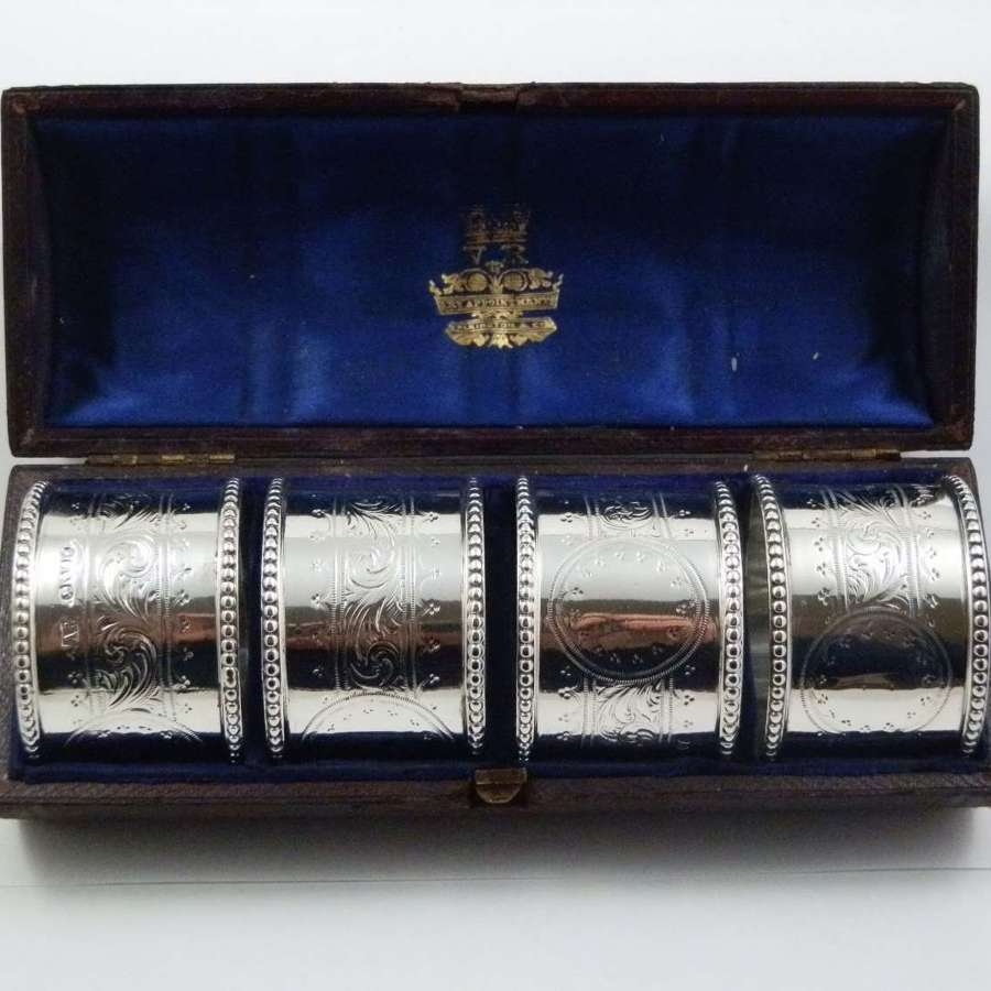 Victorian cased set of 4 silver napkin rings, London 1865