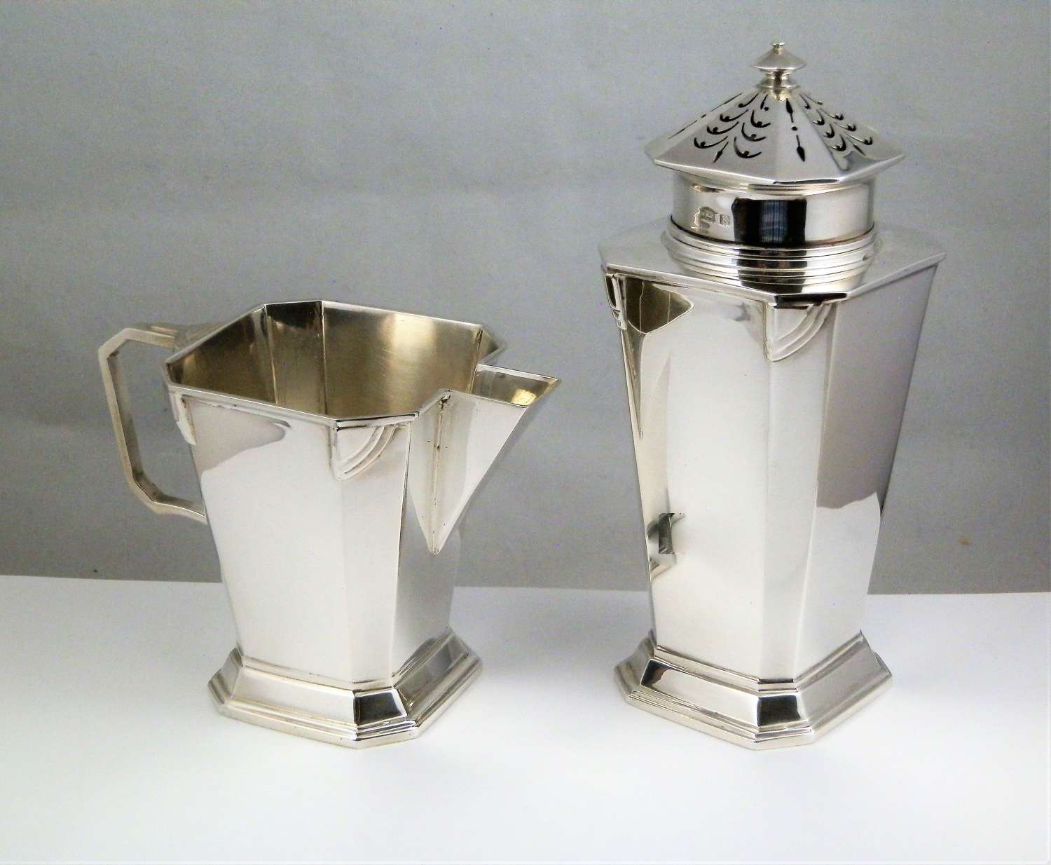 An Art Deco Silver sugar caster and cream jug, Birmingham 1934