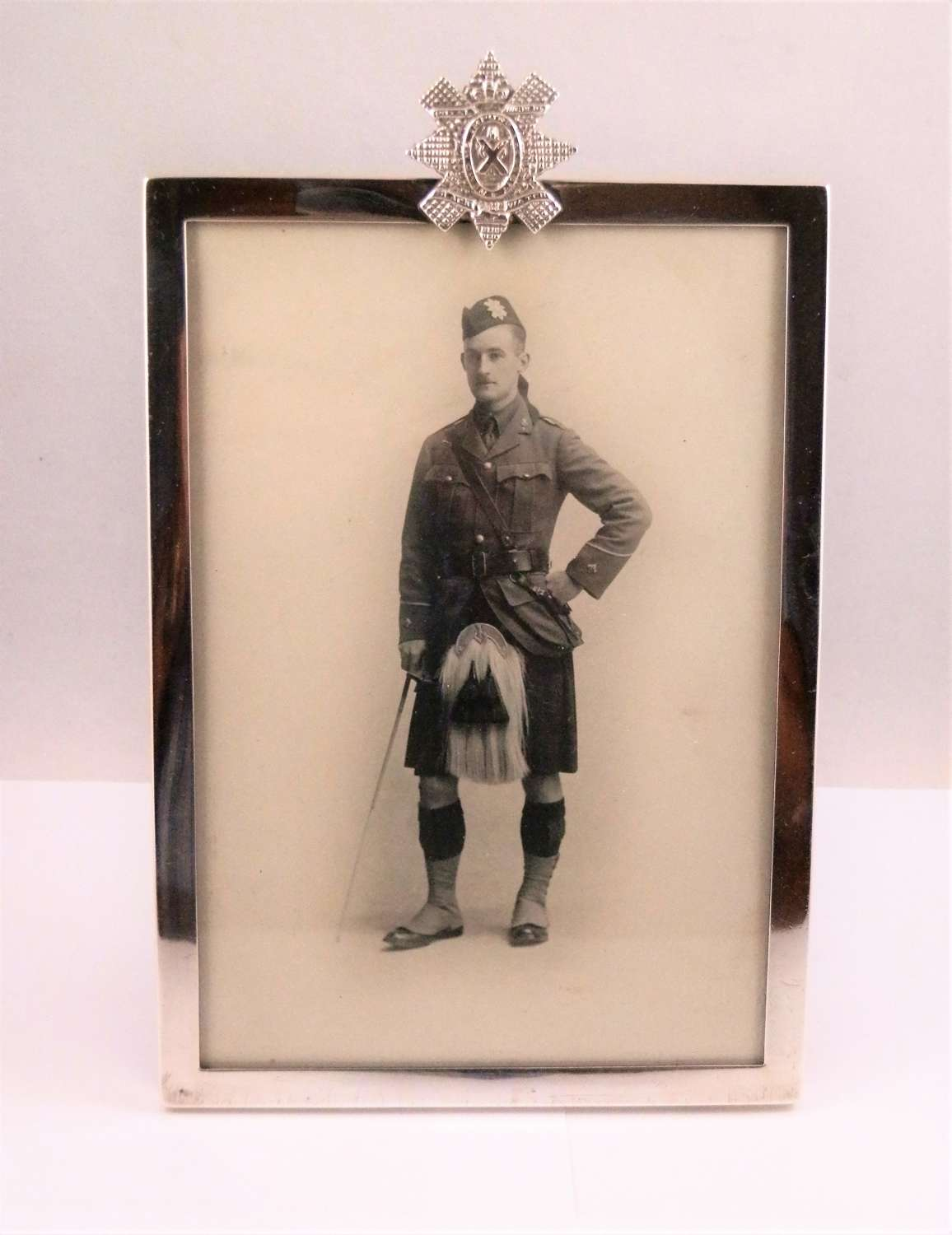 A WW1 Chester silver frame, Black Watch badge, 1915