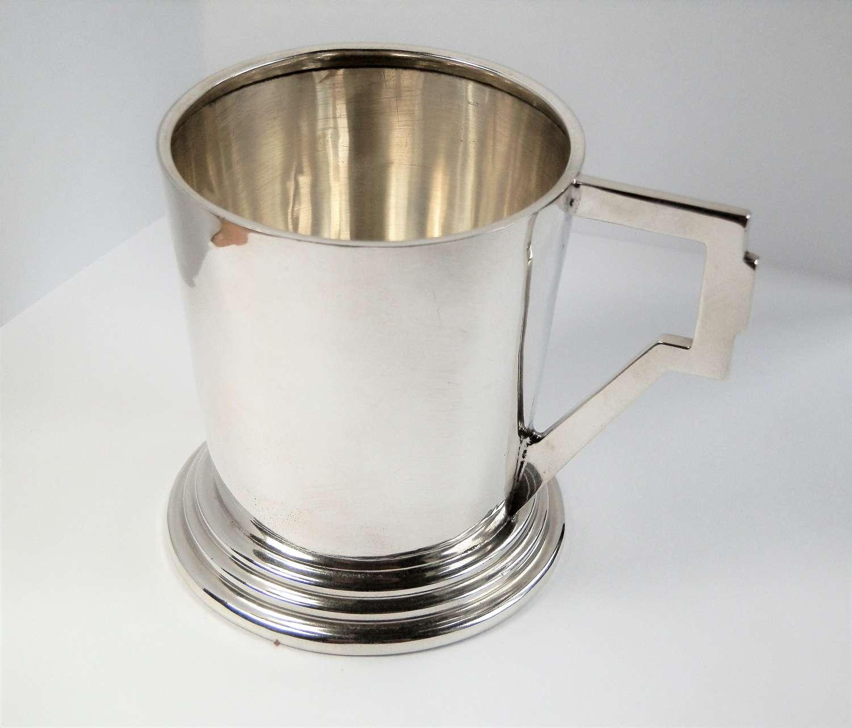 An Art Deco silver cup or mug, Saunders & McKenzie, 1920