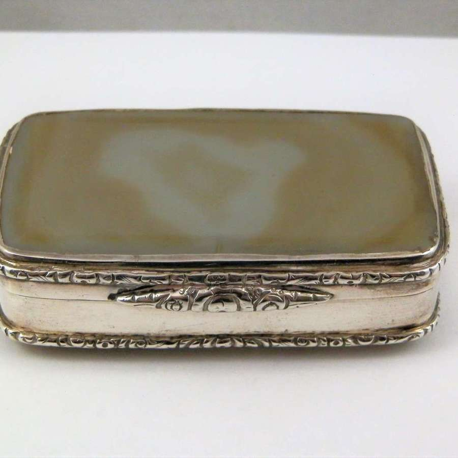 A Scottish George III silver and agate snuff box, c1810